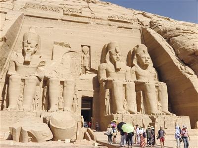 布辛贝神庙建于古埃及法老王时代,是埃及最受保护的遗迹.-行走埃图片